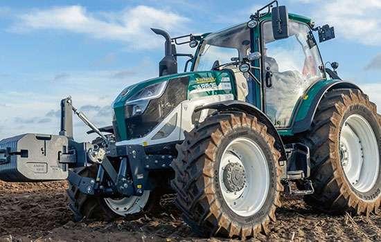 Tapeta z traktorem Arbos ciągnikiem włoskiego producenta www.korbanek.pl