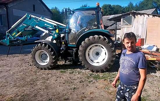 Tapeta obrazek z klientem rolnikiem opiniującym o Arbos Ciągnikach maszynach towarzyszących i traktorach www.korbanek.pl