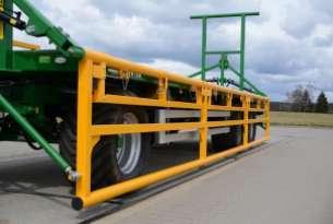 Burty hydrauliczne w przyczepach PB pozwalają na bezpieczne transportowanie bel bez potrzeby spinania pasami