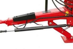 System hydrauliczny wymuszonego skrętu osi pozwala na łatwe manewrowanie szczególnie przy cofaniu bez blokowania skrętu osi