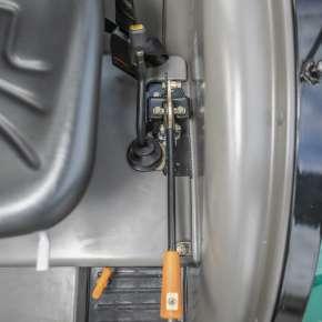 Hamulce ręczny w traktorze Arbos 2025 łatwy do zaciągnięcia