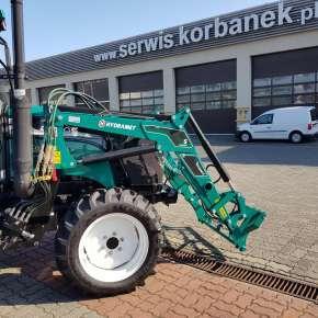 Zielony wysięgnik ładowacza Xtreme S z rozdzielaczem hydraulicznym i przewodami hydraulicznym www.korbanek.pl