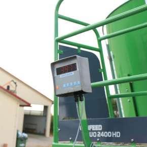Wyświetlacz wagi z systemem wagowym zastosowany w paszowozie DUO HD firmy Samasz www.korbanek.pl