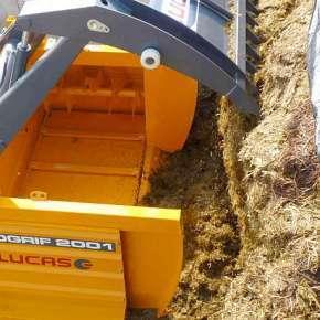 Wycinak kiszonki Lucas Silogrif z funkcją zadawania paszy do małych gospodarstw, maszyna zawieszana francuskiego producenta