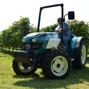 Traktor bez kabiny arbos 4000 f w sadzie