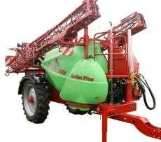 Opryskiwacz przyczepiany Krukowiak Goliat w kolorach czerwony i zielony