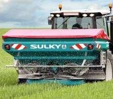 Zdjęcie rozsiewacza SULKY wprowadzające do serii rozsiewaczy X