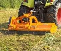 GRINO pomarańczowa kosiarka bijakowa firmy Samasz mulczuje nieużytki