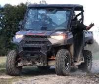 RANGER 1000 Xp EPS Polaris przedni zderzak metalowy wersja dla trzech osób pasy bezpieczeństwa klatka ochronna paka załadunkowa felgi aluminiowe siatki boczne ochronne światła ledowe hak z tyłu pojazdu zagłówki foteli Korbanek.pl