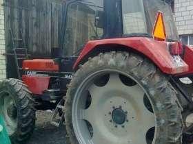 Ciągnik na wąskich kołach marki CASE 844XL