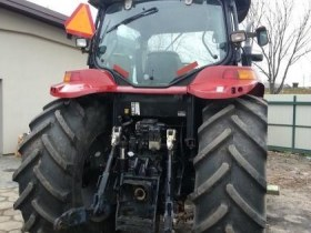 Tył ciągnika użwanego rolniczego Firmy CASE model MXU 135