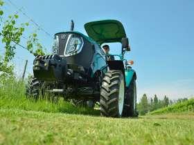 Ciągnik Arbos 3055 w wersji platformowej to zwinna maszyna do twojego ogrodu