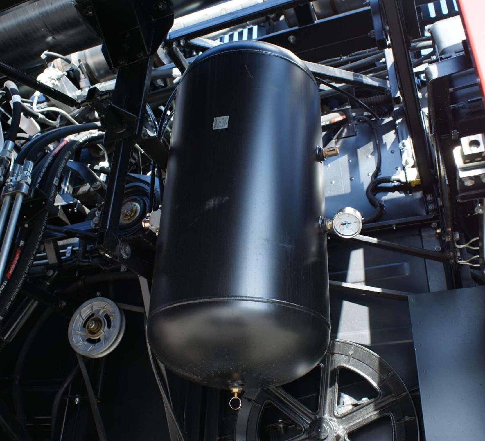 Kompresor w kombajnie zbozowym Acros 595 +.