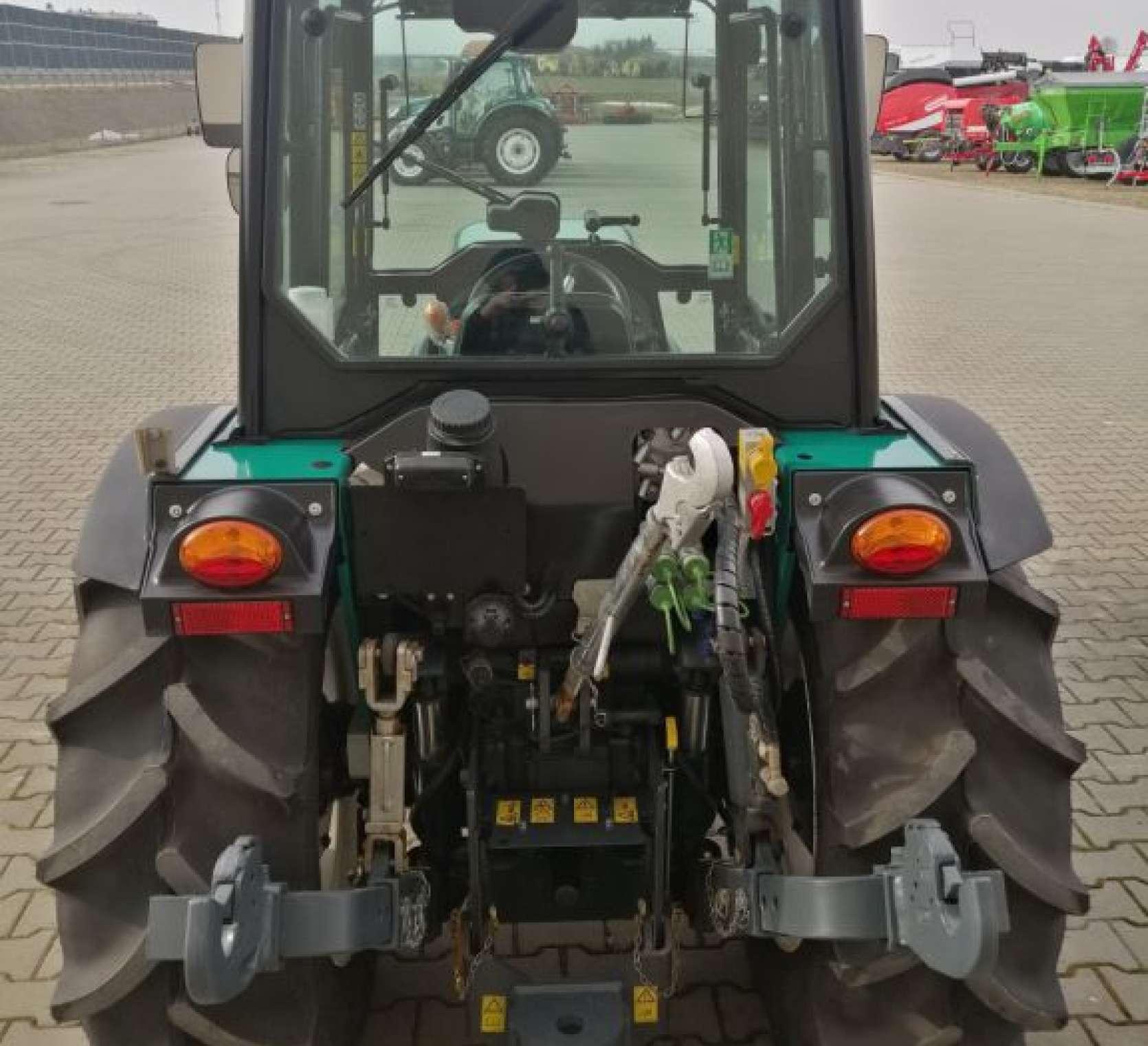 Arbos 4100F tył z wyposażeniem pod ogród i sad