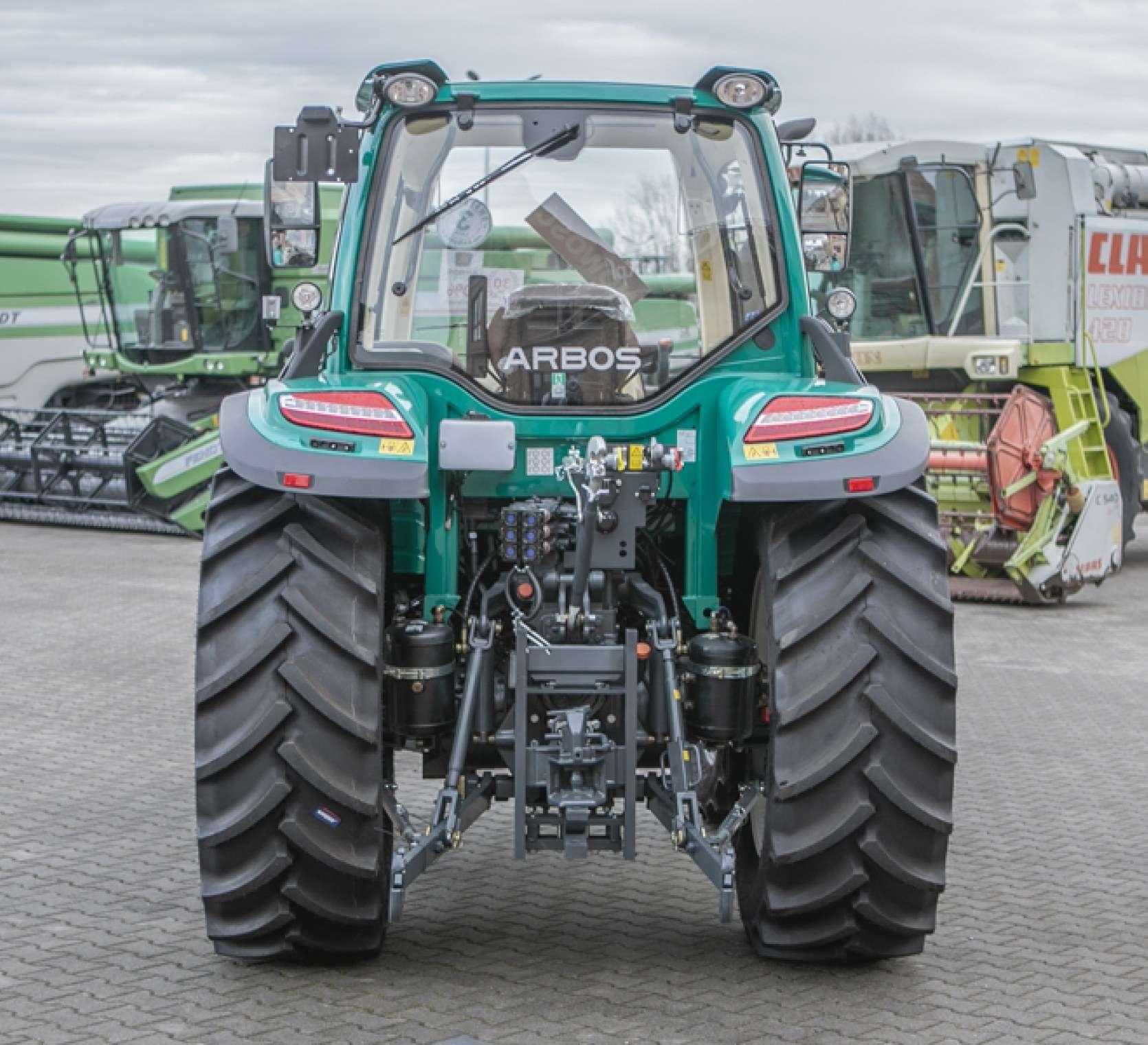 Tył traktora 5100 advanced arbos zaczepy i wyjścia hydrauliczne