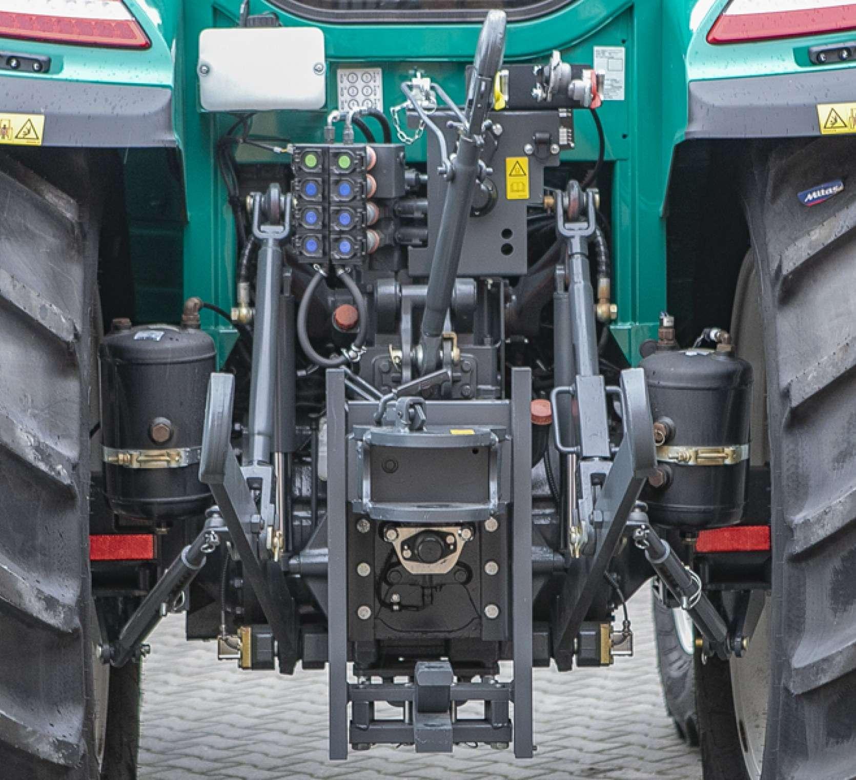 Tył ciągnika Arbos 5115 Global bogate wyposażenie
