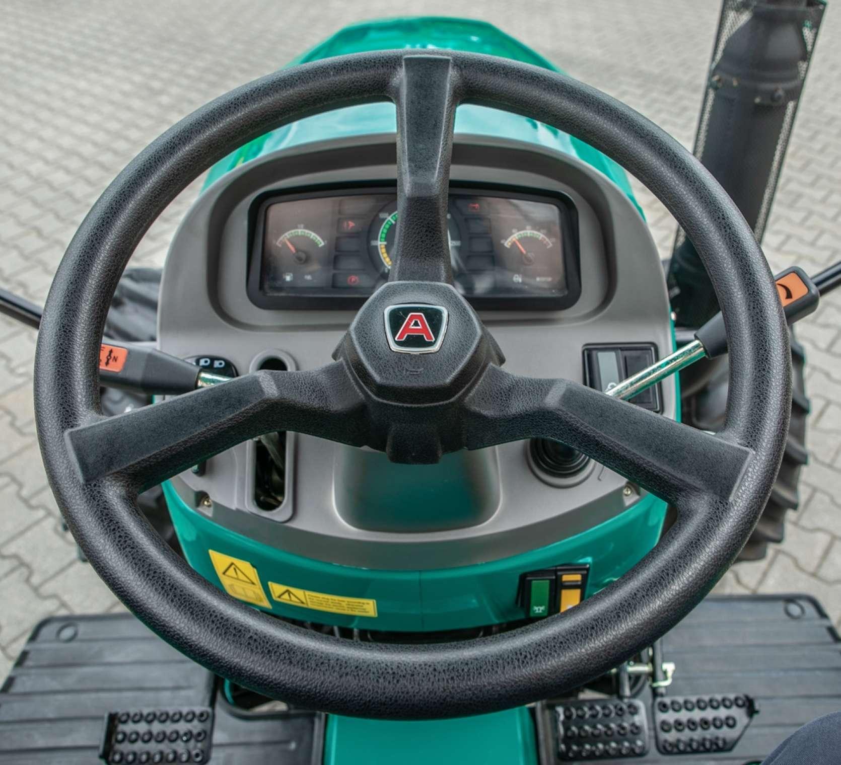 Kierownica w traktorze Arbos 2025.