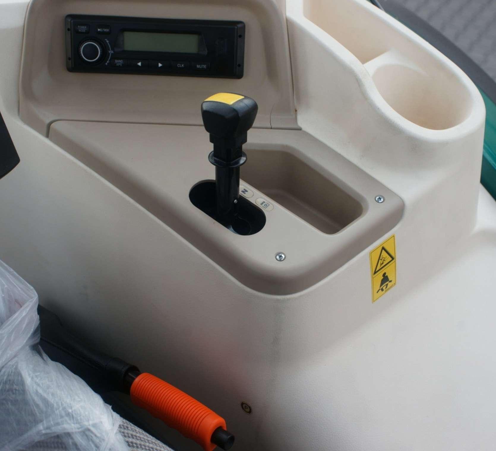 walek wom dzwignia hamulca recznego oraz radio w ciagniku arbos serii 5000