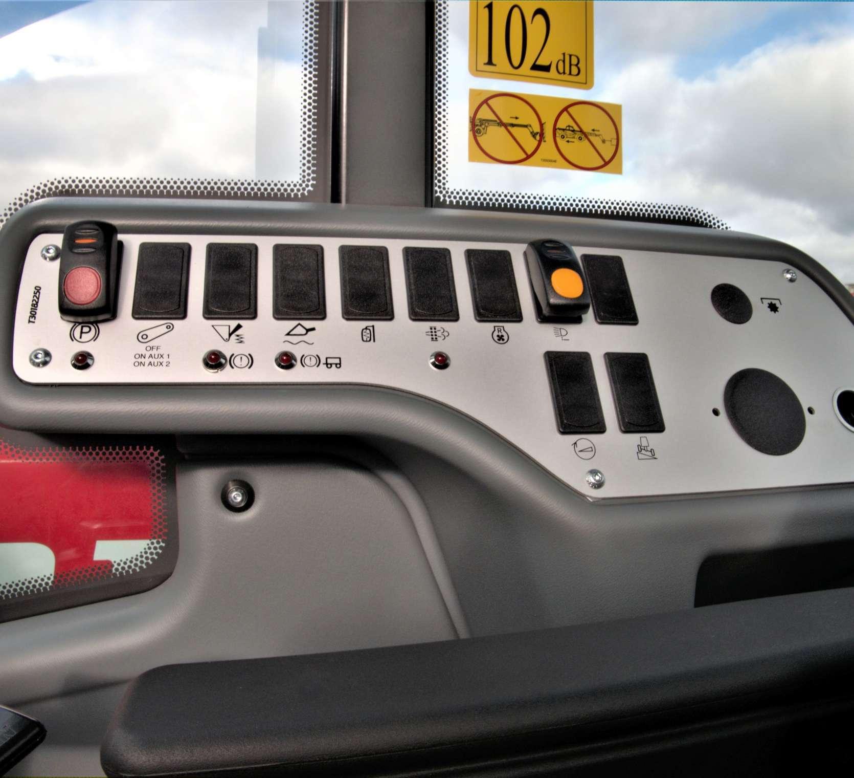 Faresin ładowarka teleskopowa serii middle 7.35 classic 74 konsola przycisków
