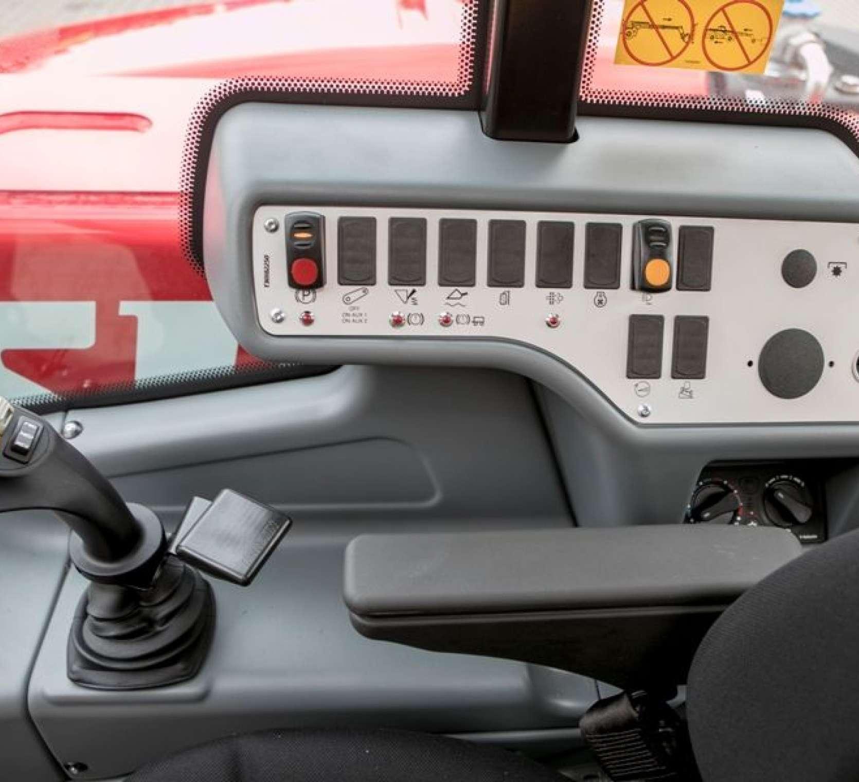 ergonomiczna kabina ładowarki Faresin 8.40
