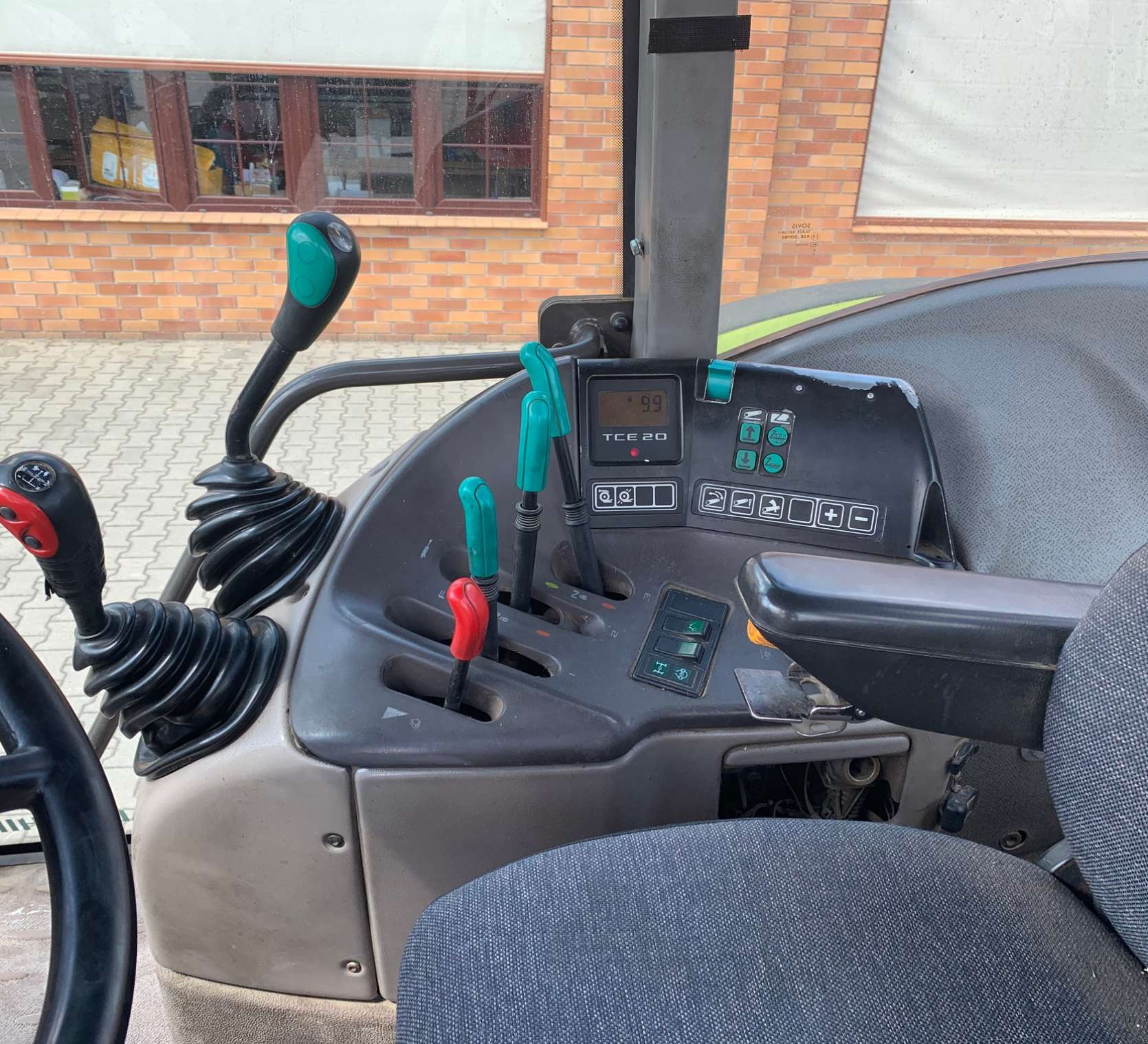 Sterowanie w ciągniku Renault Ares