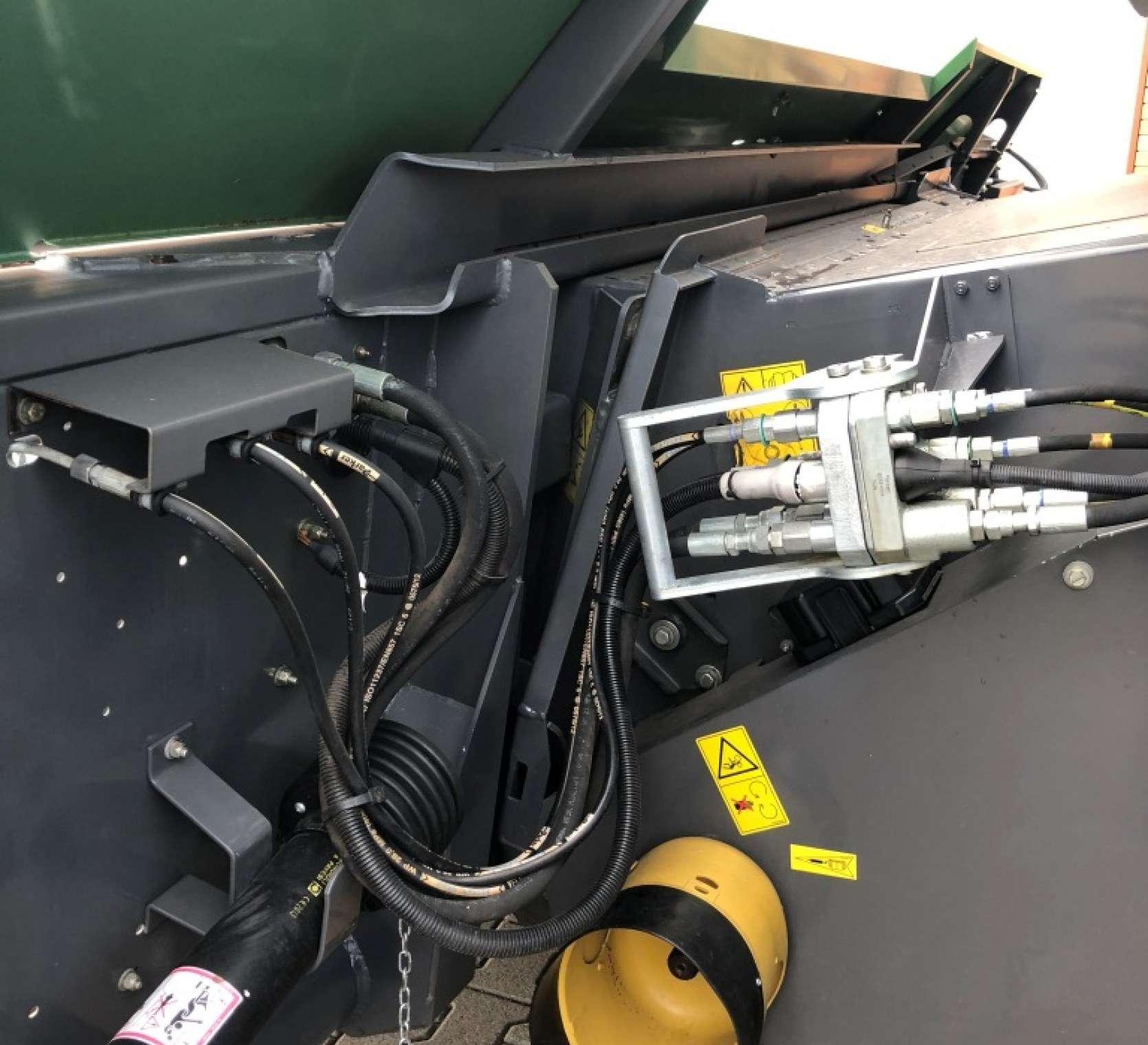 Multizłącze hydrauliczne w kombajnie Fendt 6330 C od www.korbanek.pl
