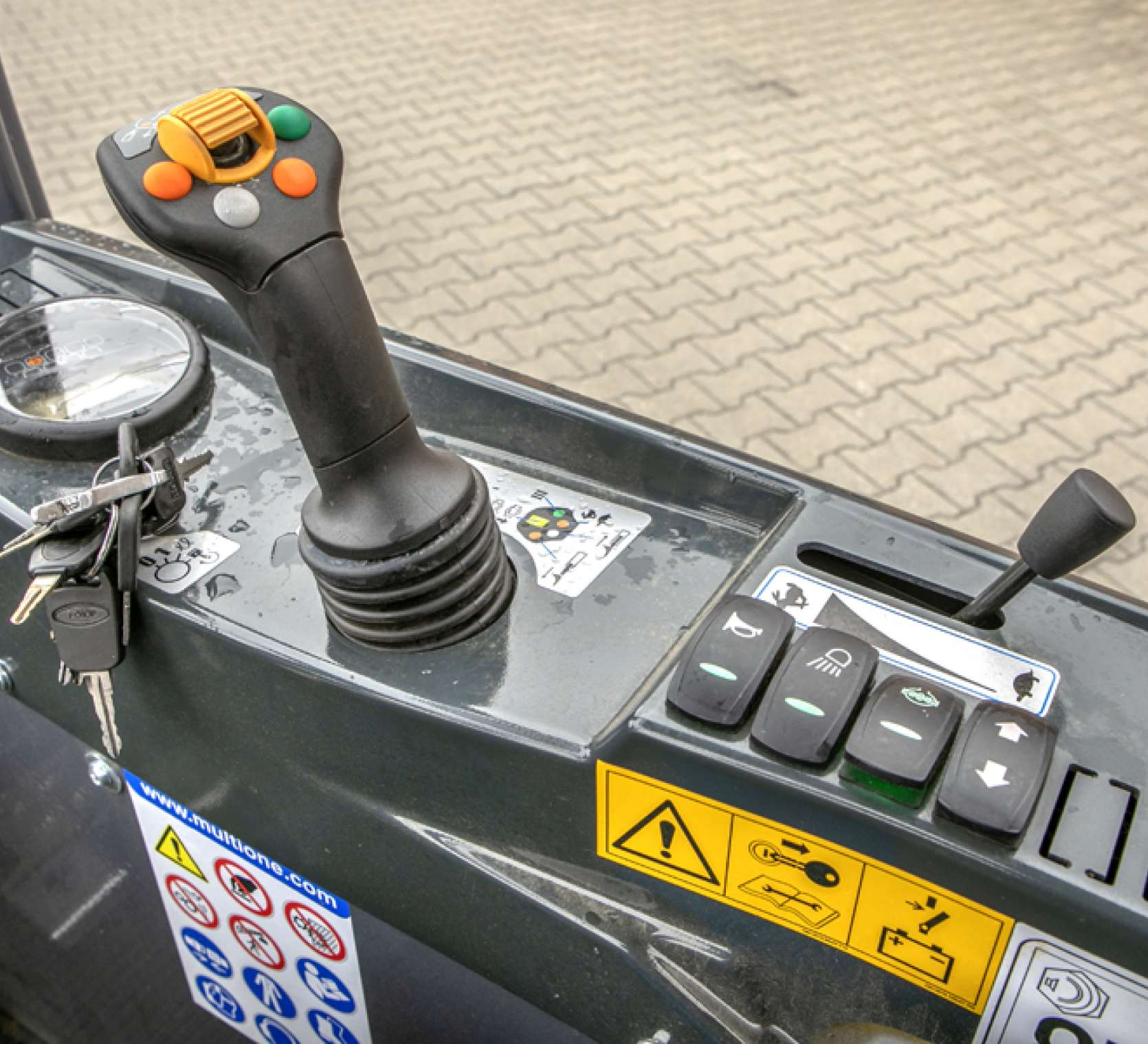 panel boczny joystick Multione 8.4SD