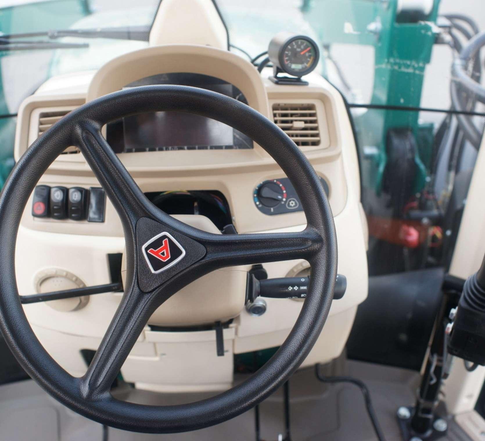 kolumna kierownicza arbosa serii 5000 logo w ksztalcie litery a nawiewy przednia szyba