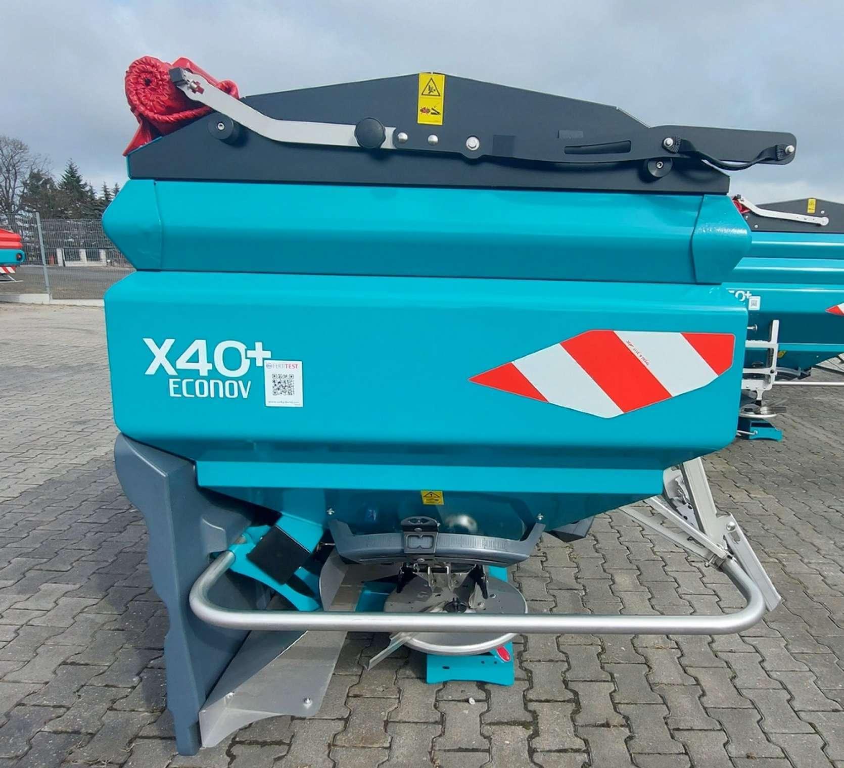 Rozsiewacz nawozów 2500 litrów X40+ Econov ISOBUS widok z boku
