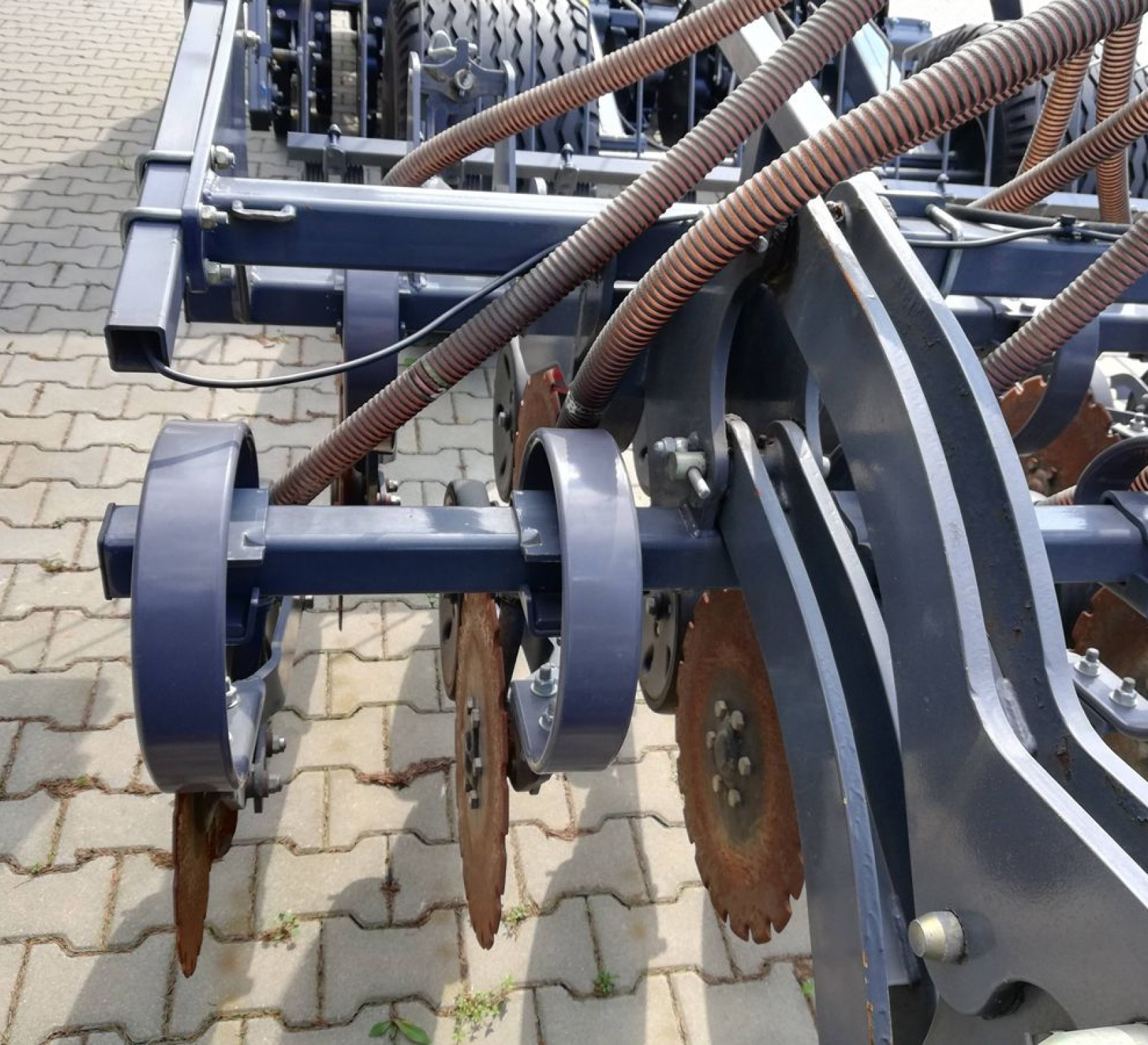 Redlice talerzowe na sprężynie, maksymalny docisk sekcji do 120 kg/sekcję