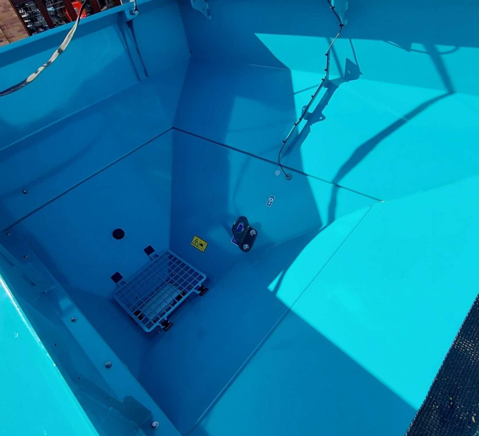 Wnętrze zbiornika, czujnik końca poziomu ziarna