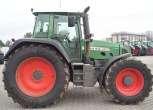 Traktor Fendt 818 na tle placu maszyn