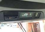 Wmontowana na górze kabiny instalacja radiowa uzywanego kombajnu zbożowego Fendt 6335 C