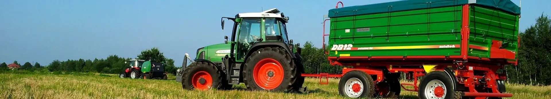 Zdjecie przedstawiajace przyczepę rolniczą DB12 Metaltech, dwuosiowa, trójstronny wywrót.