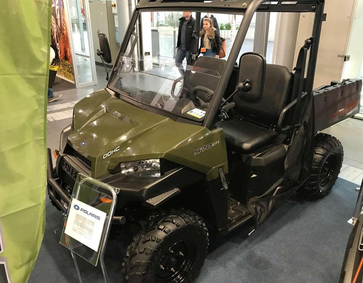 Ranger 570 EPS Polaris  kolor zielony paka załadunkowa pasy bezpieczeństwa kierownica samochodowa pasy bezpieczeństwa zderzak przedni metalowy felgi stalowe napęd 2x4 4x4 EPS wspomaganie