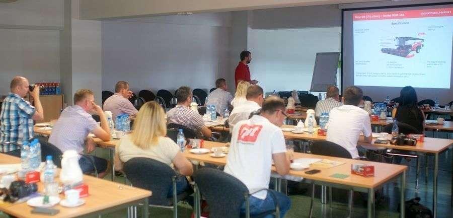 prezentacja zalet i rozwiązań technicznych w kombajnach zbożowych Rostselmasch konferencja prasowa