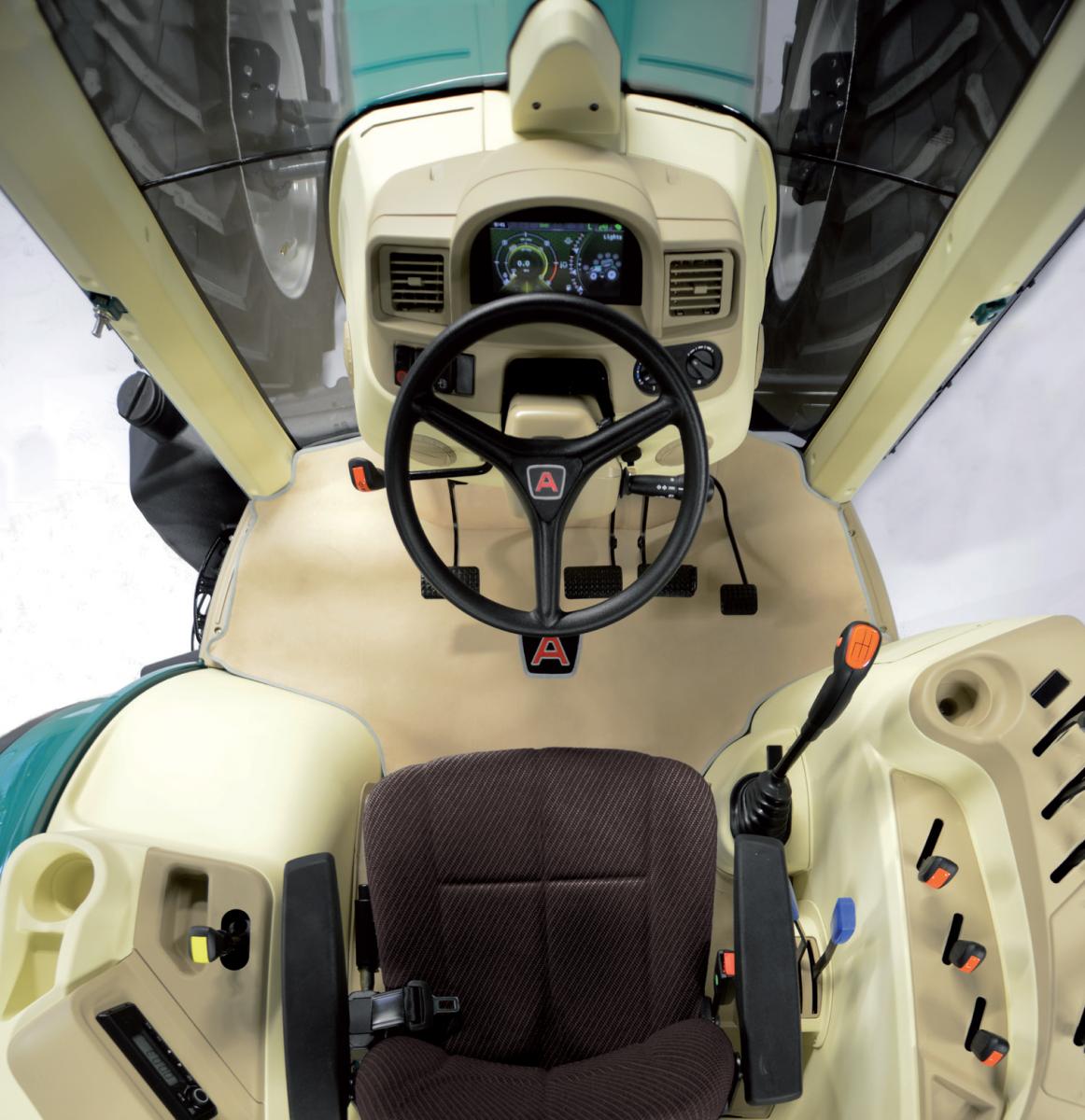 Seria 5000 global widok z góry na komfortową kabinę