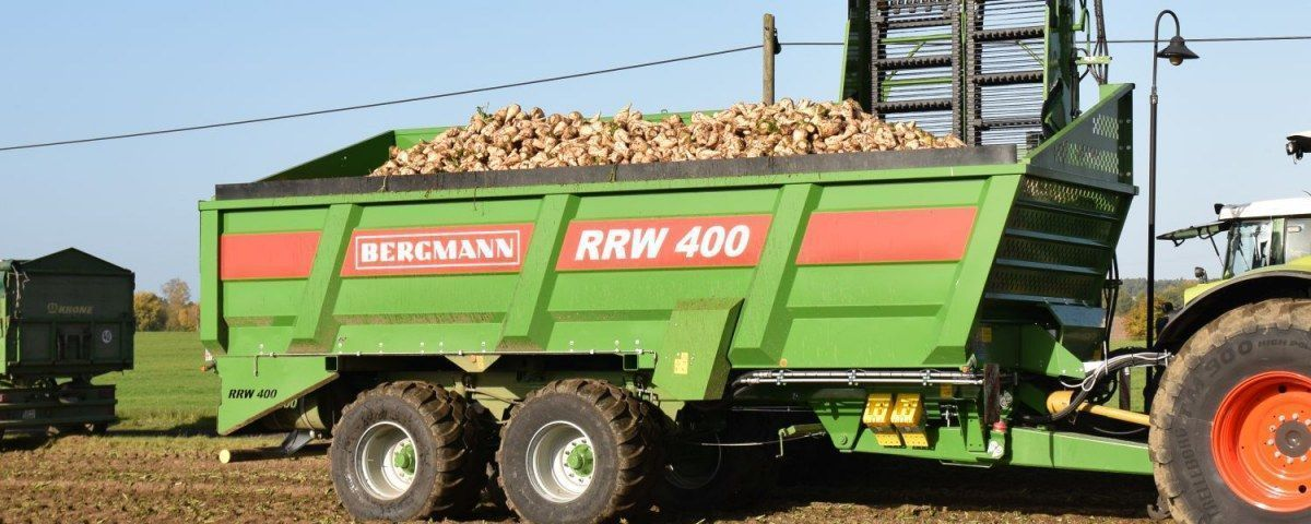 Przyczepa do przeładunku i transopru Buraków Cukrowych w pracy firmy Bergmann typ RRW 400
