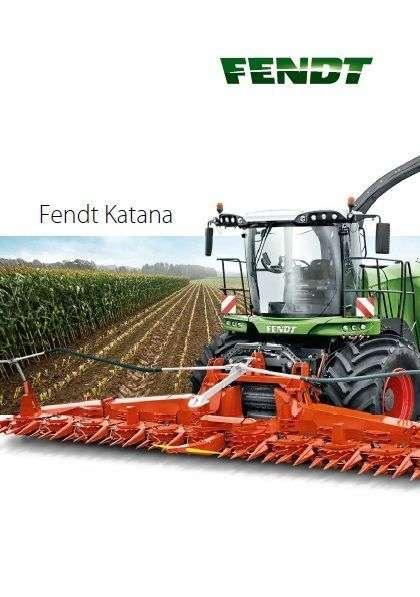 Sieczkarnia Fendt Katana widok z przodu w tle pole kukurydzy
