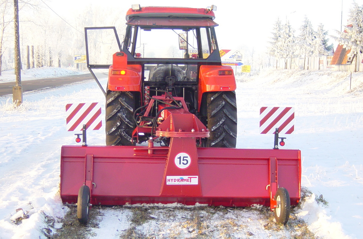 Spychacz do śniegu firmy HYDRAMET typ T-017