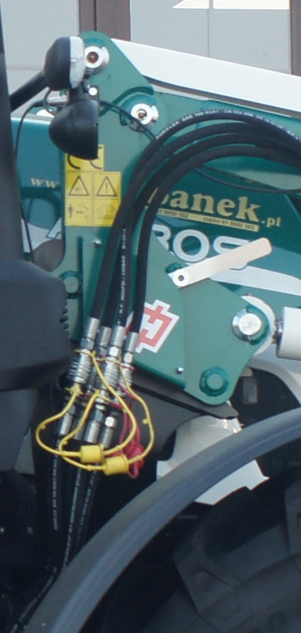 Zalety ładowacza czołowego Hydramet Xtreme w ciągniku ARBOS