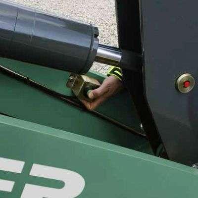 Możliwość poluzowania ciśnienia w 3cim obwodzie hydraulicznym stosowany w ładowarkach Kramer