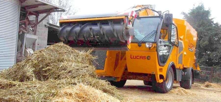 Wóz paszowy samojezdny LUCAS Autospire podczas pracy