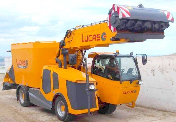Samojezdny wóz paszowy  firmy LUCAS Autospire
