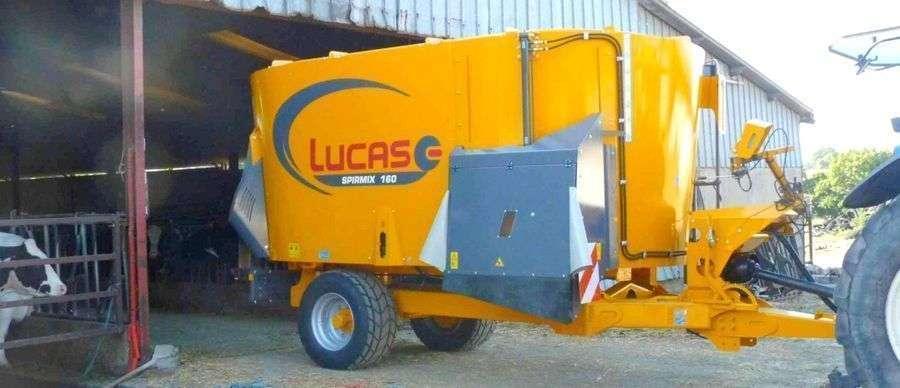 Wóz paszowy LUCAS Spirmix Klapa