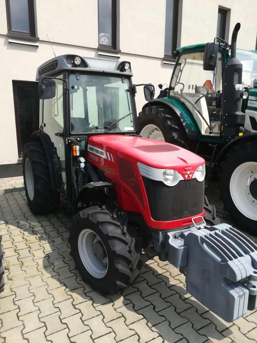 Zdjęcie Traktorów Massey Ferguson na placu firmy Korbanek