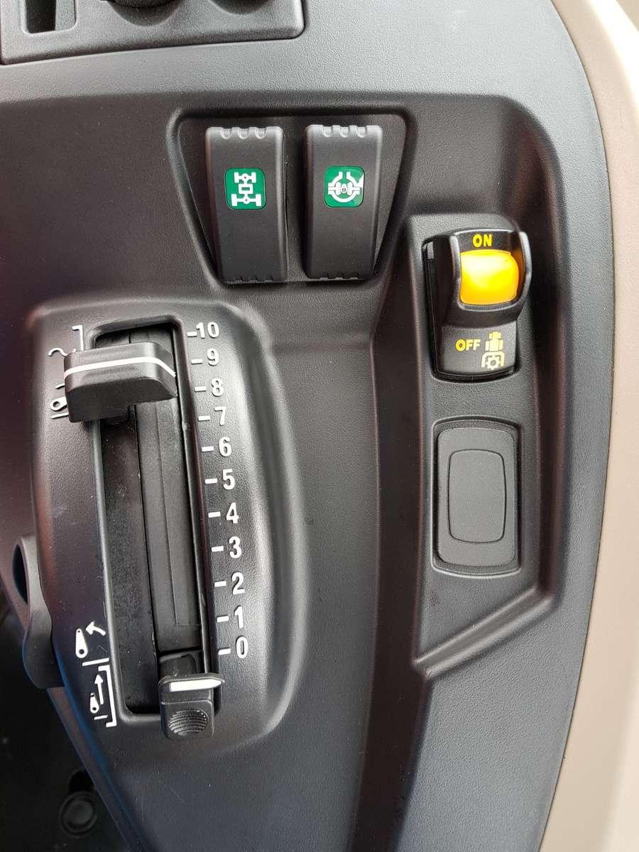 Przekładnia Dyna-4 w MF 5700 SL pozwala na jazdę 4x4