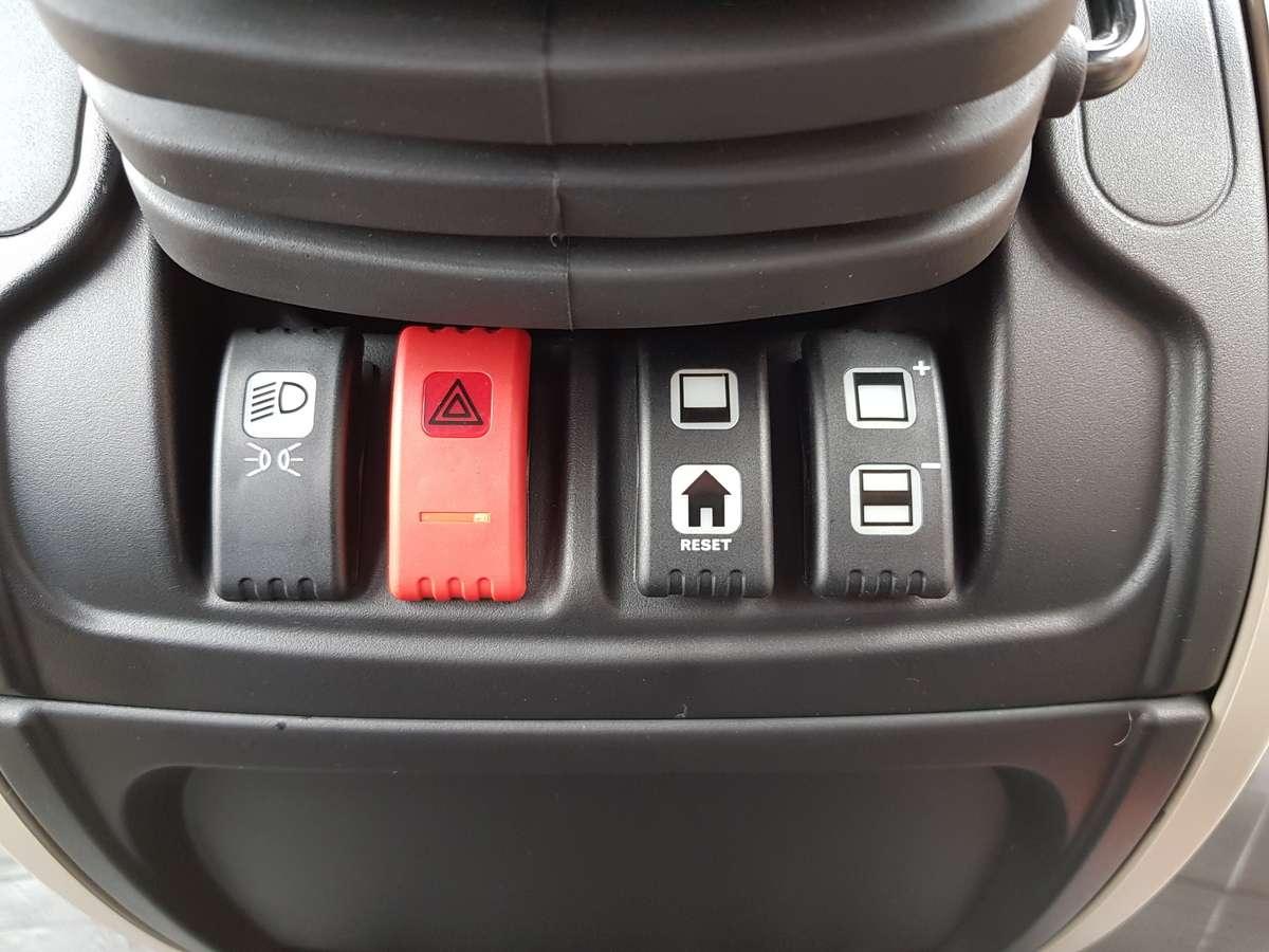 Przyciski pod kierownicą w mf 5700 sl