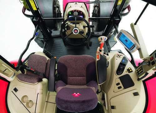 Widok z góry kabiny ciagnika Massey Ferguson 6600.
