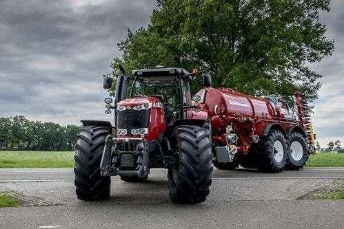 Traktor Massey Ferguson 7700 z beczkowozem